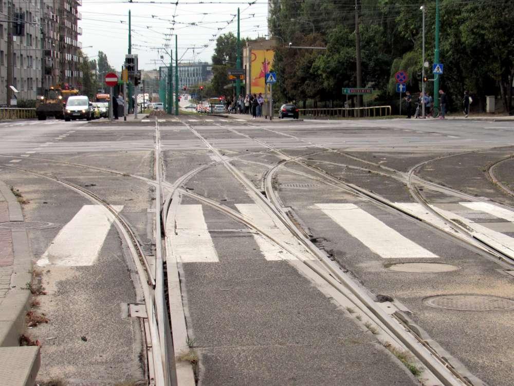 Wymiana części rozjazdu na węźle Głogowska-Hetmańska. Linie nr 1 i 7 przez dwa tygodnie będą kursować zmienionymi trasami